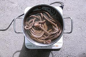煮鞣し作業(2)